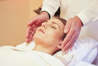 photo woman getting reiki treatment